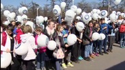 Russia: Muscovite children release hundreds of balloons for Cosmonautics Day