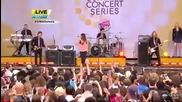 Селена пее Who Says на живо !!