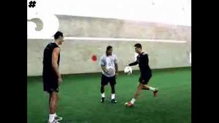 Cristiano vs Tiano freestyle (rio Ferdinand magazine) Hd