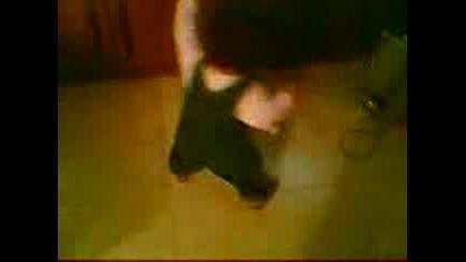 Детенце Танцува На Софка И Устата