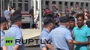 Croatia: Scenes of chaos as hundreds of refugees board westward-bound trains