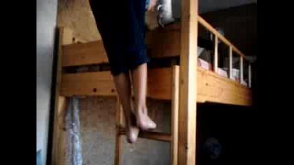 Скачане от двуетажно легло!