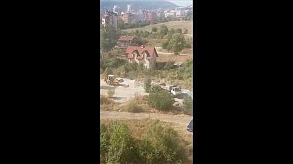 Разрушаване на зелени площи в столичен квартал