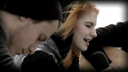 Превод !!! Paramore Decode (acoustic)