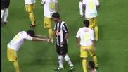 Какъв жест! Противников футболист се преклони пред Роналдиньо! (hq)