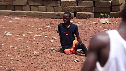 Sierra Leone: Amputee boy dreams of playing football for Liverpool