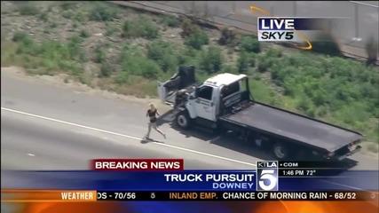 Момиче по бельо, открадна камион и се опитва да избяга от полицията ...