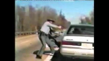 полицай се гаври с жена