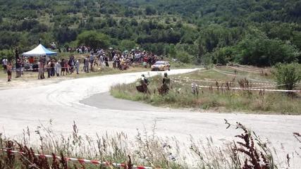Рали България 2010 Петър Солберг преминава покрай тълпата