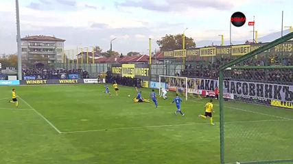 Ботев Пд поведе на Левски след блестяща контра