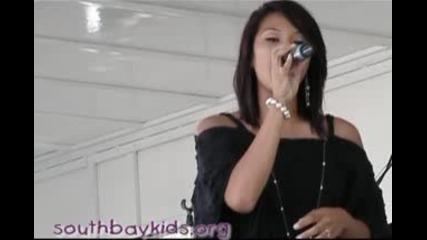 Момиче Пее Невероятно Песен