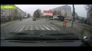 Ето така се прави, когато Малоумните Шофьори Не Спират На Пешеходните Пътеки! Браво!