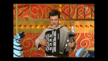 руснаците пият със стил дори на сцената