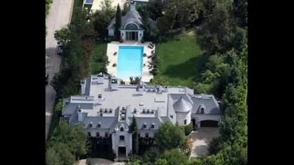 Къщата на Майкъл Джексън. Дано почива в мир.