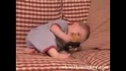 Бебче Не Може Да Спре Да Се Смее