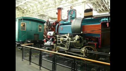 Превеждане в работа на парен локомотив във музея на транспорта Люцерн Швейцария