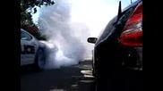 Смях!!полицай показва на някакъв пич как се прави Burnout!!