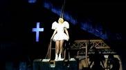 Lady Gaga получи удар с прът в главата