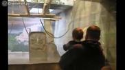 Децата се радват на животните в Зоопарка !