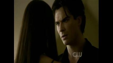 Деймън се обеснява в любов на Елена