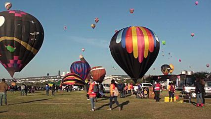 Breathtaking hot air balloons soar into Mexico skies