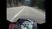 Луд на мотоциклет.300 км час по планински път.