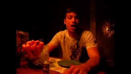 Пич яде най-лютата чушка на света!