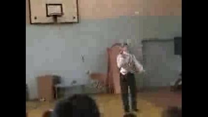 Младен Коцев Жонглира В Училище