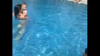 Иво на басейн