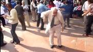 Старец денси много лудо!
