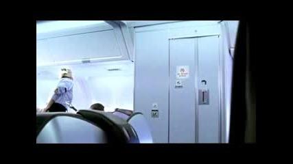 Какво Става В Тоалетната На Самолет