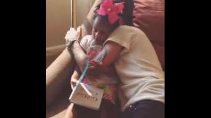 Супер сладко! Джъстин и малката Кори се прегръщат - Instagram video