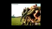 Войници играят на прескочи кобила