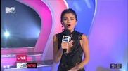 Селена Гомез взима интервю от Бритни Спиърс - V M A 2011
