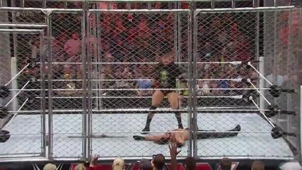 Randy Orton хваща на тясно Seth Rollins и му прави Rko Първична сила (20.04.15)