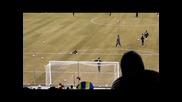 Лионел Меси вкарва гол с две топки едновременно