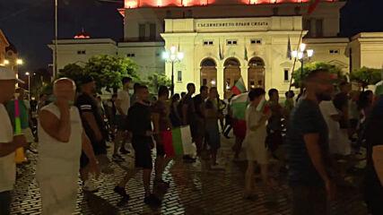 Bulgaria: Anti-government protesters march for 37th consecutive day in Sofia