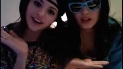 Selena Gomez and Demi Lovato - funny dance