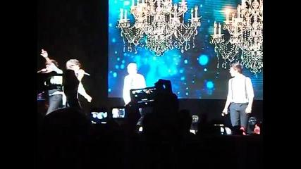 Някой май промени текста :д :д ll One Direction ll Detroit Fox Theatre ll