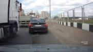 Шофьор на Тир реши да възпита малко нагъл тарикат с Bmw, който явно е свикнал всички да му дават път