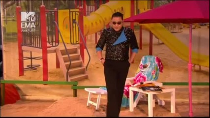 Пълна Лудница Psy - Gangnam Style - На живо Mtv Ema 2012 + Превод