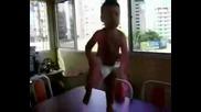 Бебе денси много лудо на Помпа Кючек !!!