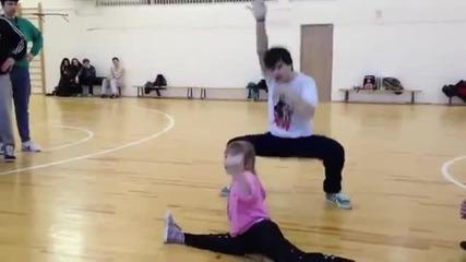 Момиченце разби публиката с този танц!