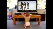 Сладко бебе танцува