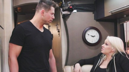 The Miz & Maryse's private tour bus begins to smell after just 24 hours: Miz & Mrs. Preview Clip, Aug. 21, 2018