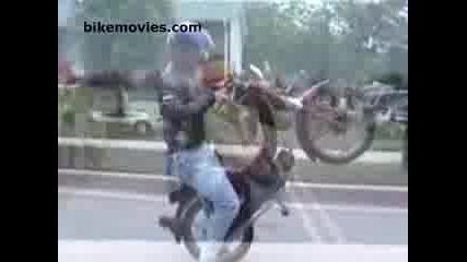 Karane Na Zadna Guma S Motoped