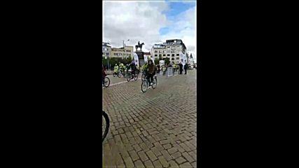София кара колело и тича за по-чист въздух-велошествие ! Началото