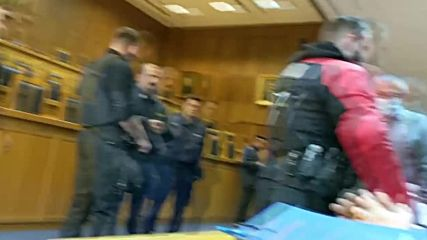 Greece: Cybercrime suspect Vinnik collapses during extradition hearing