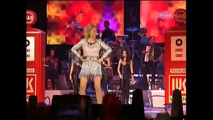 Lepa Brena - Sitnije cile Dama iz Londona (koncert Bg Arena 2011)