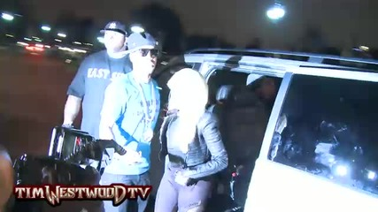 Video Shuttin Down London Nicki Minaj Causes A Roadblock As Fans Mob Around Her Car Start Banging On